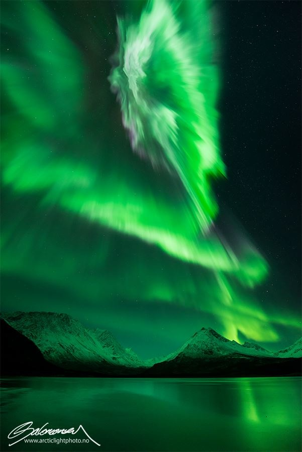 Filmmaker Captures The Aurora Borealis In Jaw Dropping Real-Time