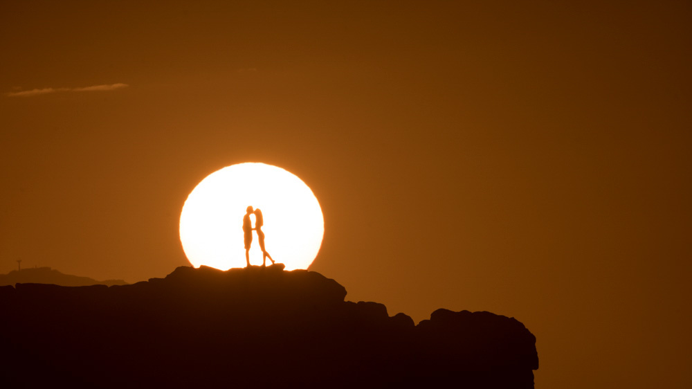 fstoppers-aaron-eveland-sunchasers-the-endless-summmer-surfer-sunset-aaron-brown-couple-2.jpg