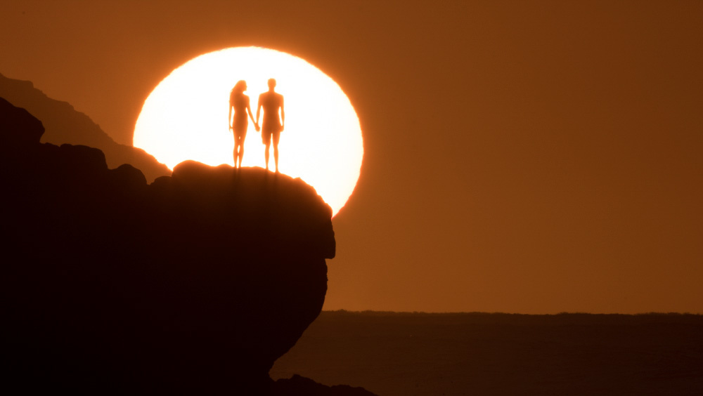 fstoppers-aaron-eveland-sunchasers-the-endless-summmer-surfer-sunset-aaron-brown-couple-3.jpg