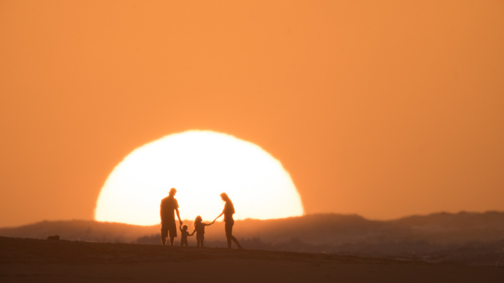 fstoppers-aaron-eveland-sunchasers-the-endless-summmer-surfer-sunset-aaron-brown-family-3.jpg
