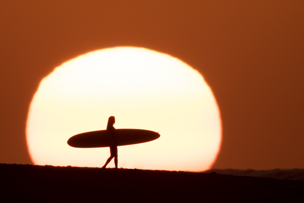 fstoppers-aaron-eveland-sunchasers-the-endless-summmer-surfer-sunset-aaron-brown-surfer-3.jpg