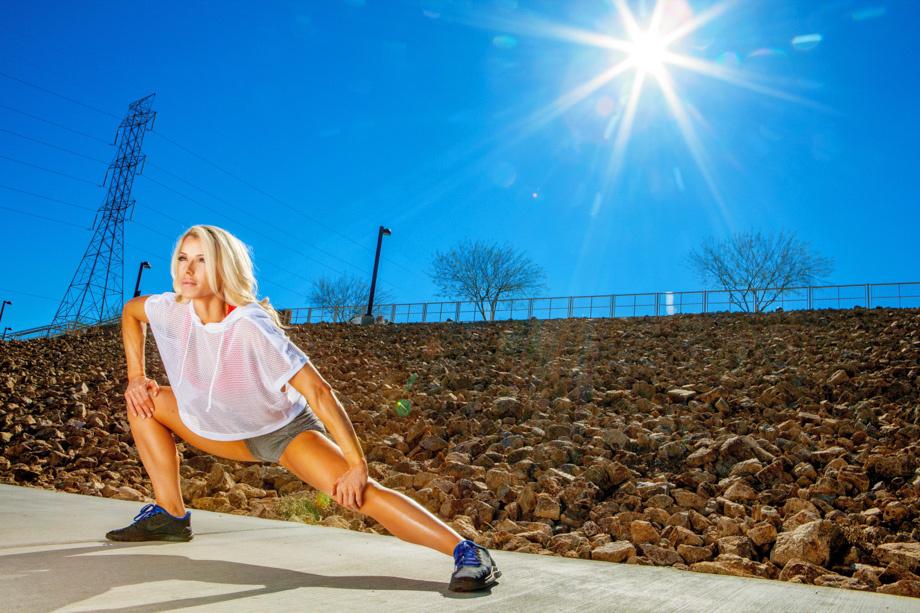 fstoppers-alexis-cuarezma-bts-bikini-athlete-shoot-ashley-pfaff-aaron-brown-howto-portrait-1.jpg