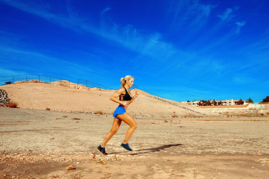fstoppers-alexis-cuarezma-bts-bikini-athlete-shoot-ashley-pfaff-aaron-brown-howto-portrait-4.jpg