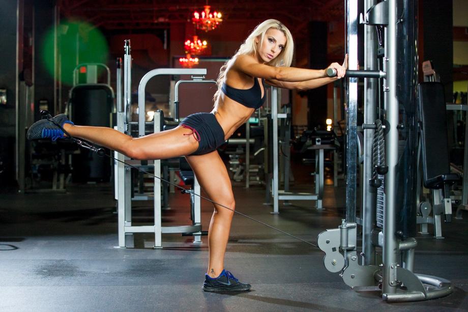 fstoppers-alexis-cuarezma-bts-bikini-athlete-shoot-ashley-pfaff-aaron-brown-howto-portrait-5.jpg
