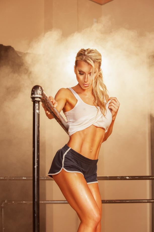 fstoppers-alexis-cuarezma-bts-bikini-athlete-shoot-ashley-pfaff-aaron-brown-howto-portrait-7.jpg