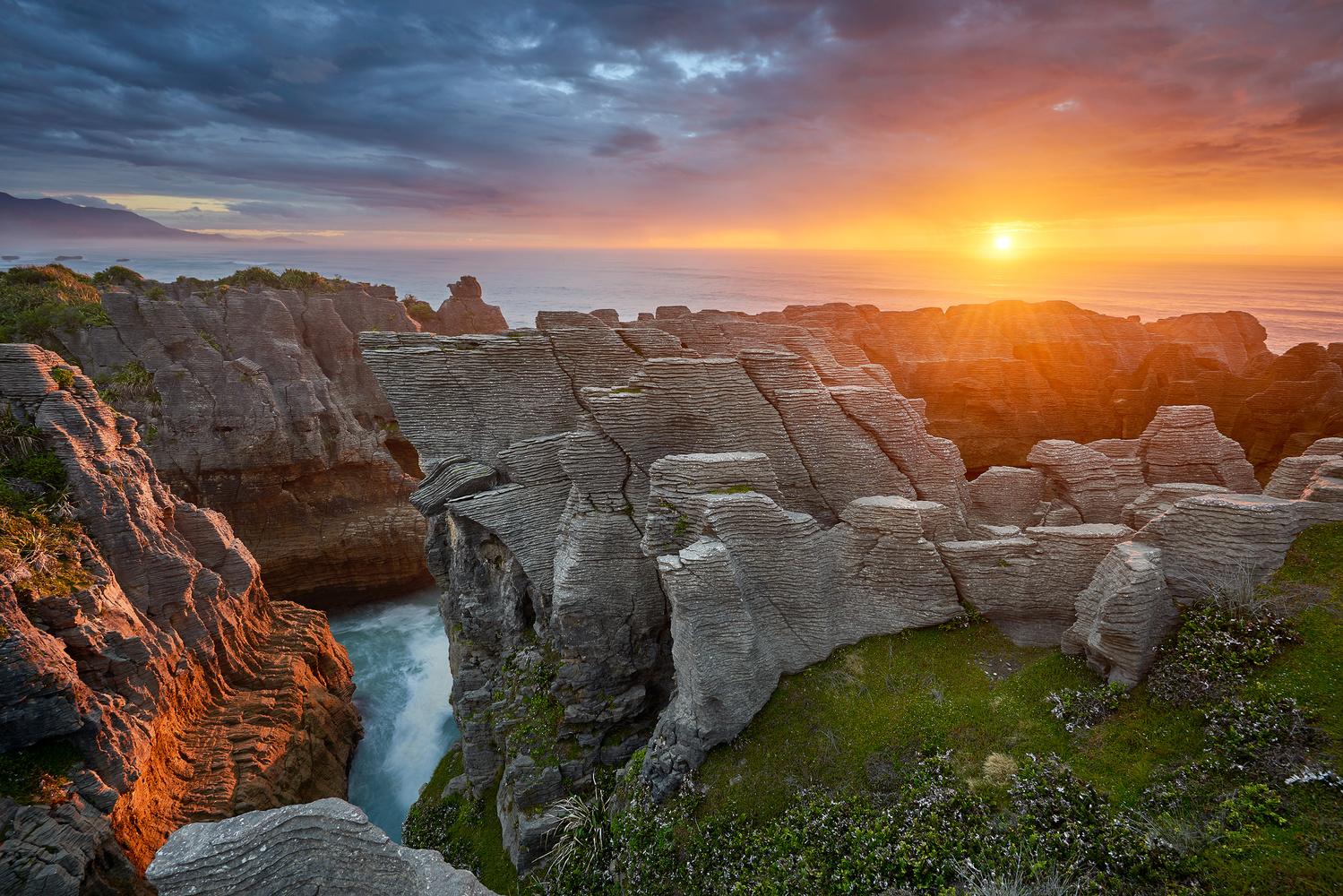 New zealand sunset at pancake rocks off coast of punakaiki for Landscaping rocks auckland