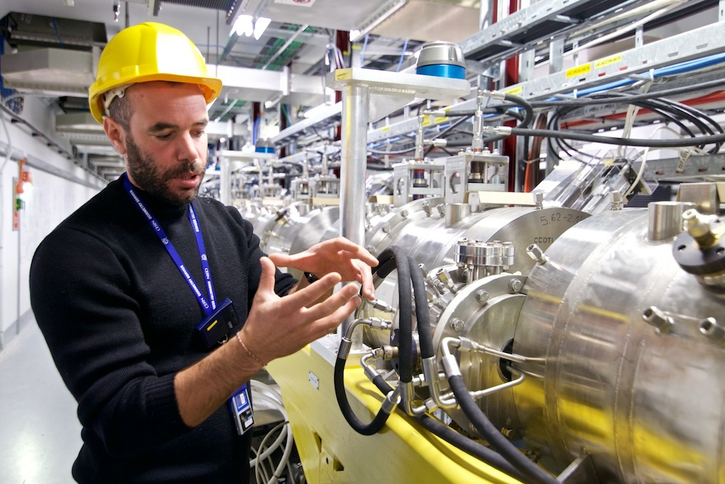 A project manager describes the process of proton acceleration at CERN - Photo by Ruben Lammerink