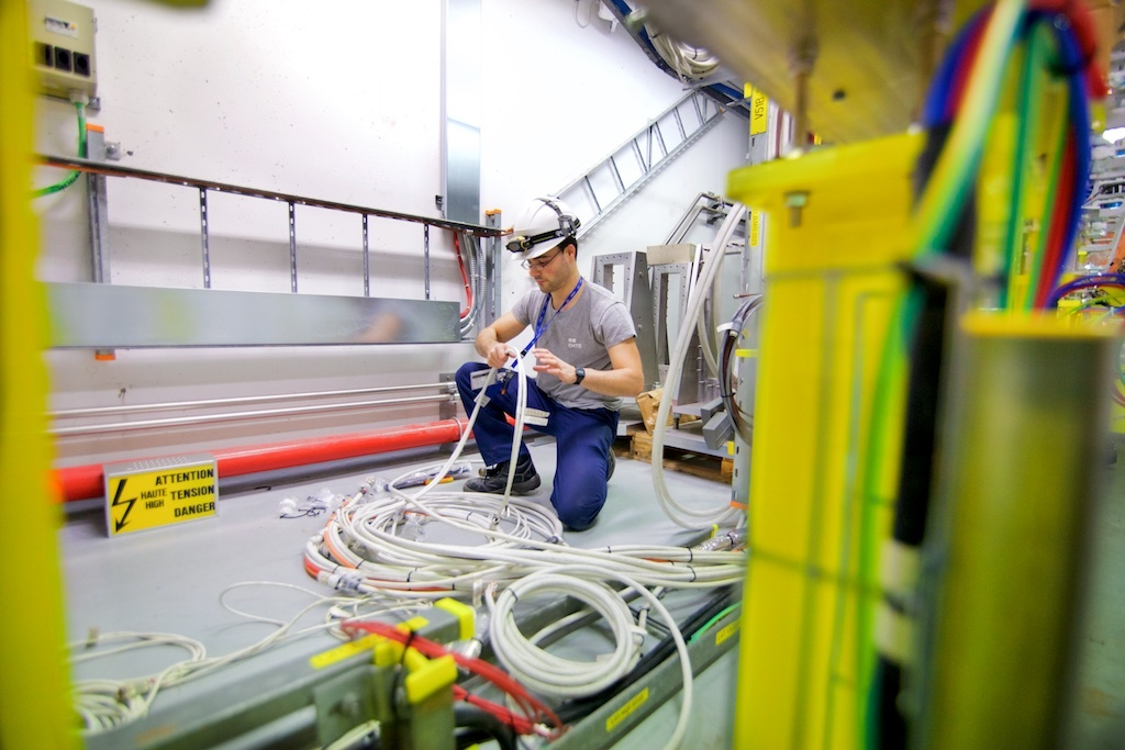 An engineer works on cabling at the LINAC4 - Photo by Ruben Lammerink