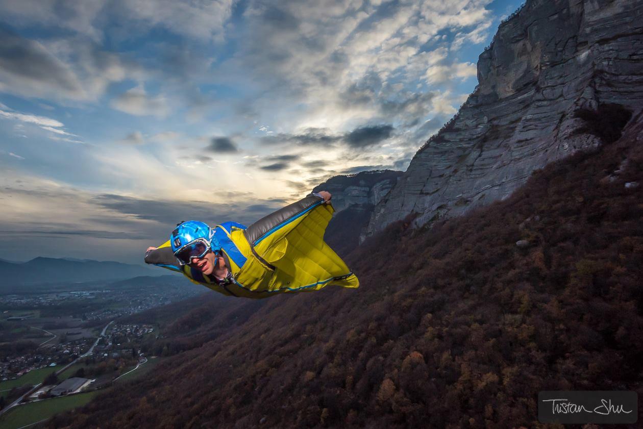 wingsuit-flash-photography