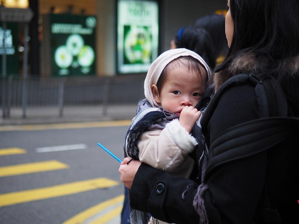 chinese-baby-street-photography-hong-kong