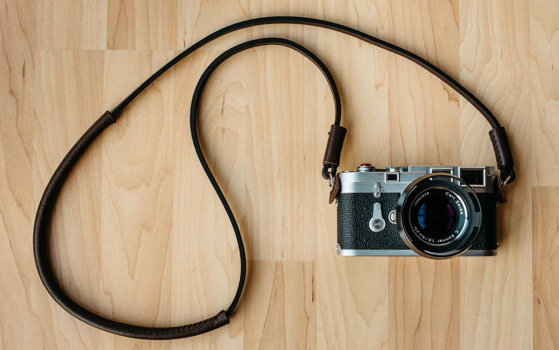 Photo of Deadcameras slim strap