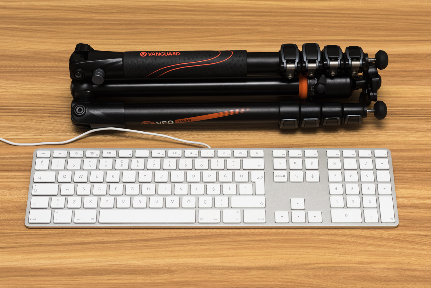 fstoppers reviews the vanguard veo 265ab compact travel tripod