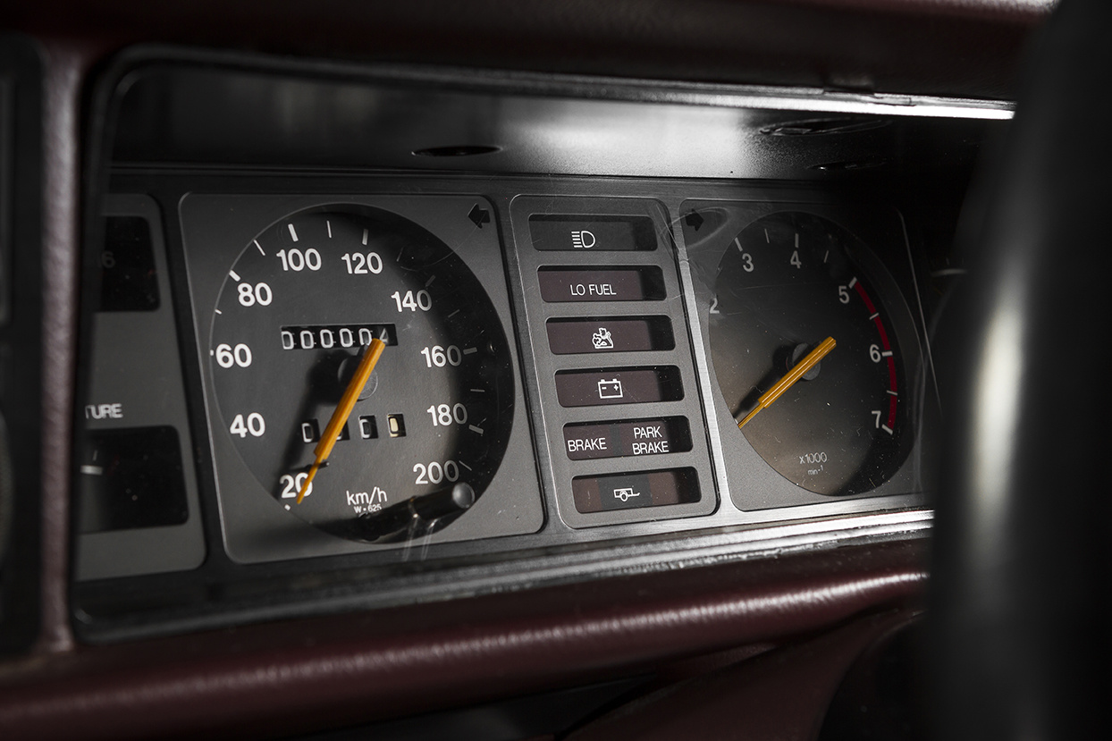 Instrument cluster of the VH SS Holden Commore