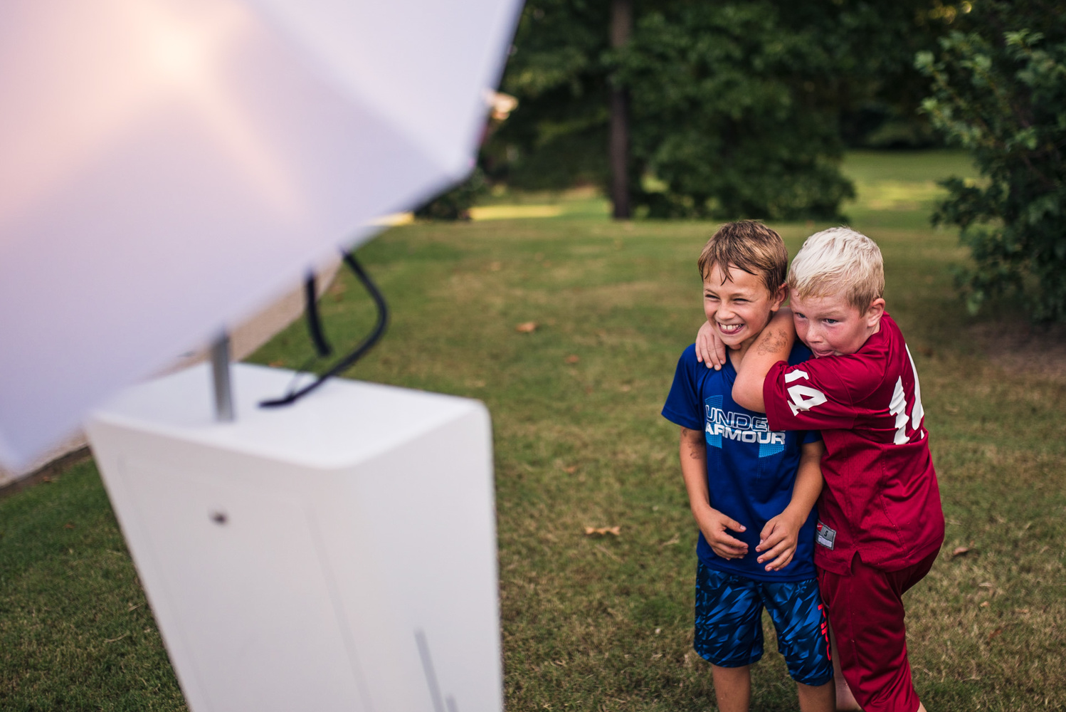 Fstoppers Reviews the Open Air Photobooth From Photobooth