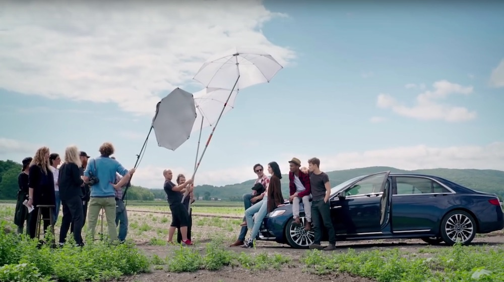 Lincoln Continental BTS - Annie Leibovitz - using diffuse umbrellas