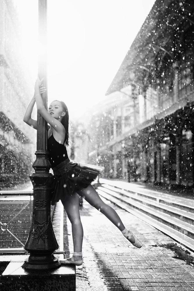 ballet dancer under the rain