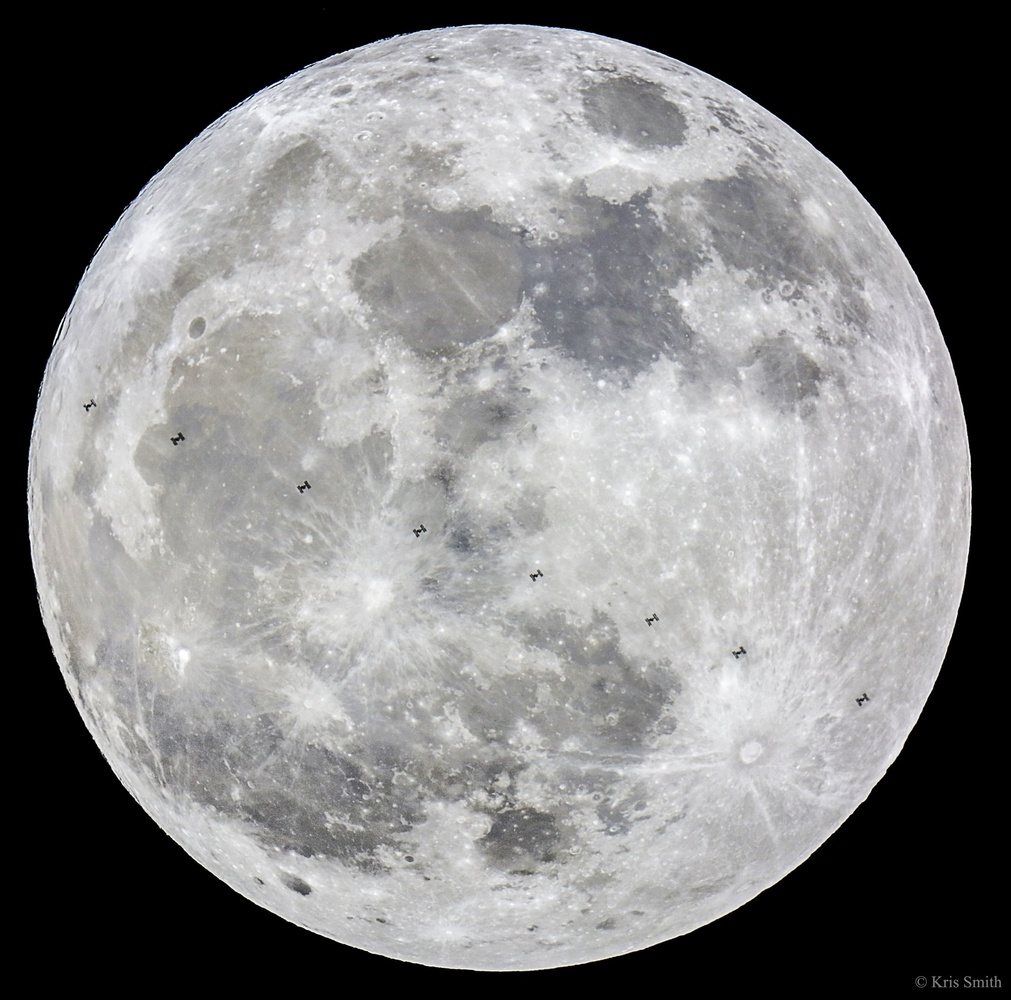 Photographer Prepared For Years To Grab This Epic Supermoon Photo - The best astronomy photographs of 2015 are epic
