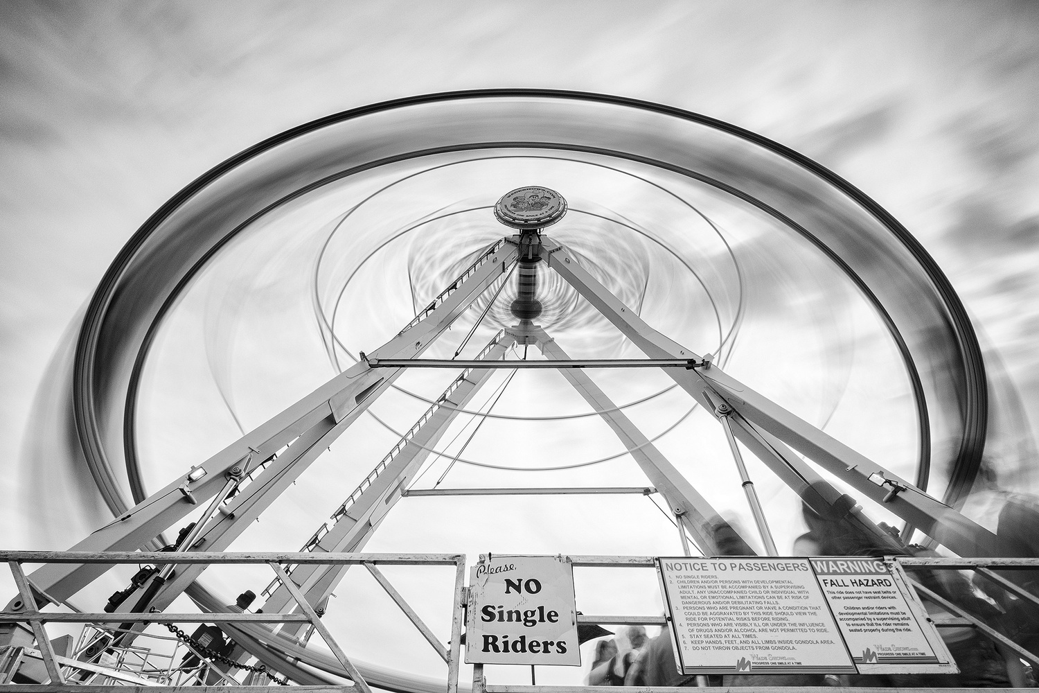 A long exposure of the ferris wheel at the New York State Fair. With a 10-stop ND filter, an exposure time of 20 seconds was possible even in broad daylight.