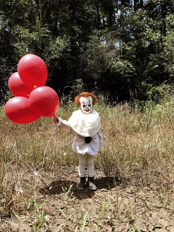 Eagan Tilghman recreates Pennywise from It movie