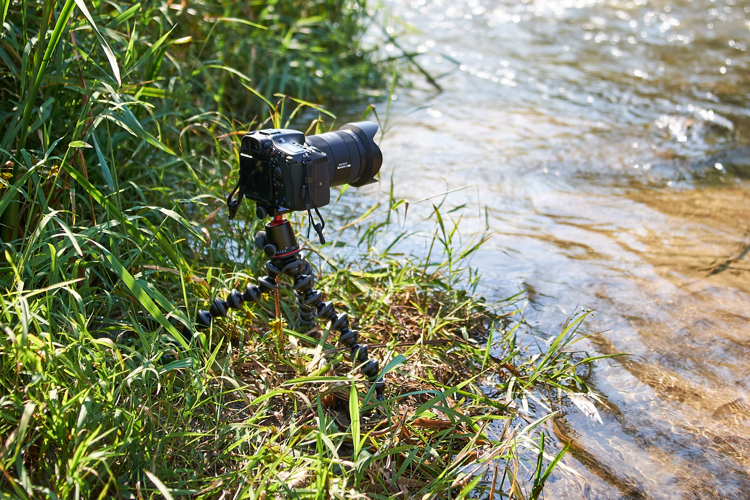 Fstoppers Reviews The Joby Gorillapod 5k Tripod Kit For Dslr Cameras Gorilla Pod 3k Other Option Is To Just Hold Itself With One Hand While You Are Shooting If Youre Interested In Vlog Style Videos Where Need