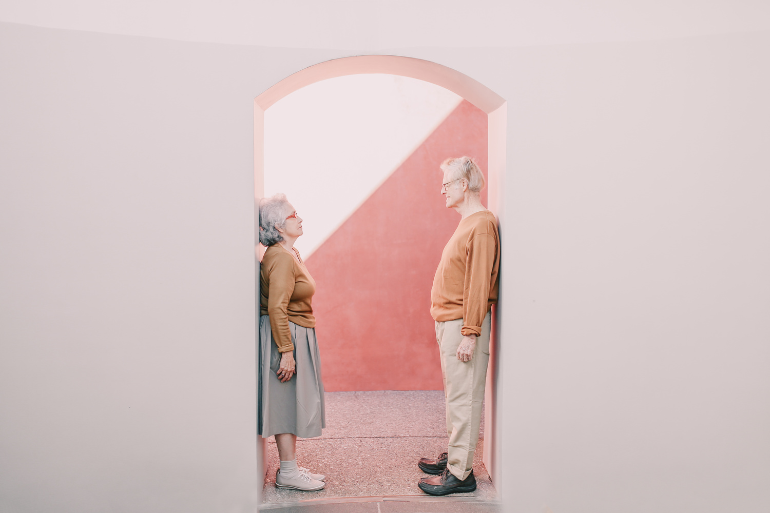 Elderly couple in an archway.