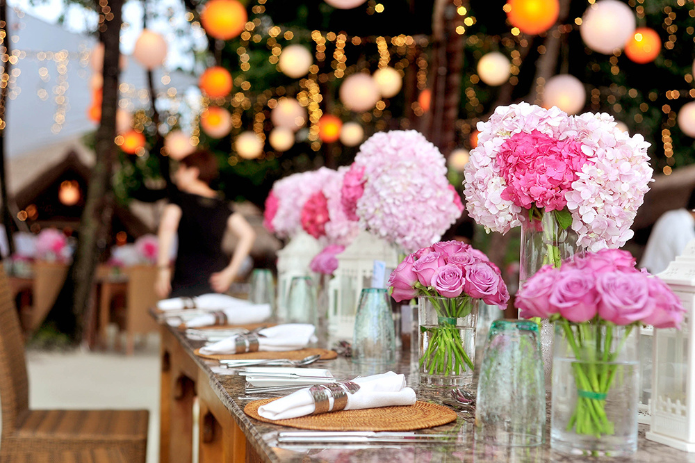 pink wedding table decor