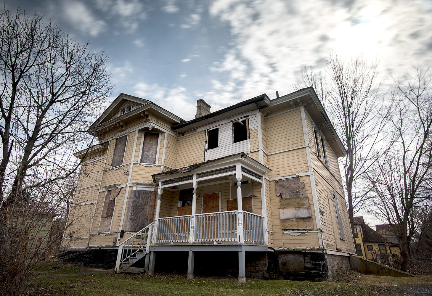 A long-exposure photo of an abandoned home in Syracuse for a story about lead paint hazards.