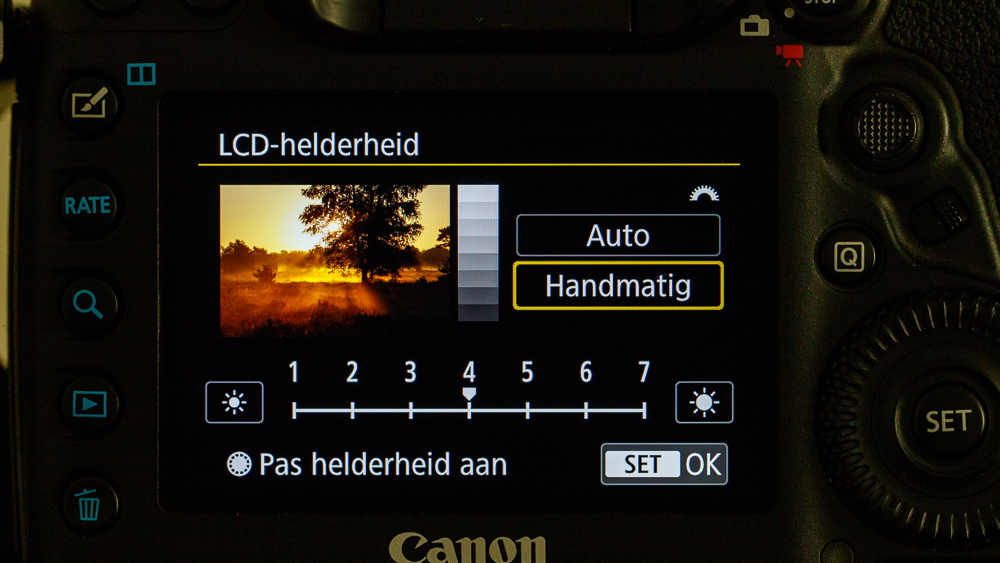 4379b0c67 Setting up the screen brightness on a Canon EOS 5D mark IV. If you use