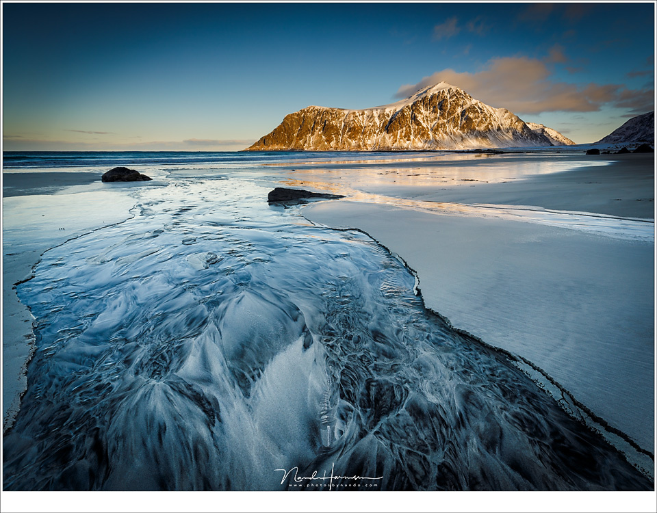 Skagsanden beach at Lofoten with beautiful patterns in the sand. But the mountains attracts too much attention. Now there are two points of interest in one picture, each fighting for attention. (EOS 5D4 + EF16-35L | ISO100 | f/11 | 1/8)