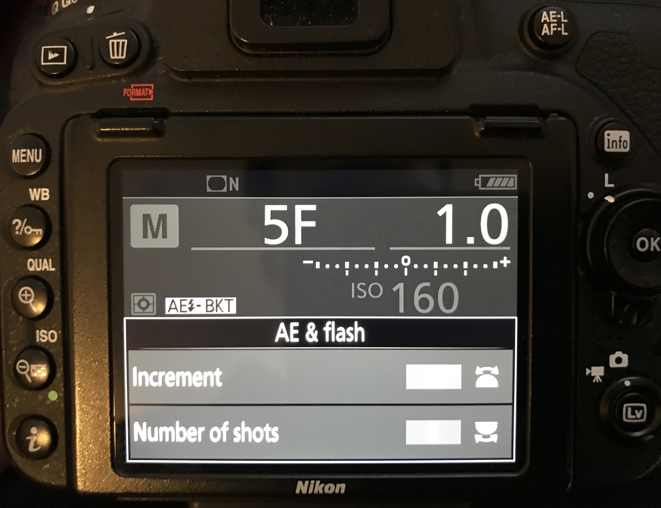 camera display showing autobracket settings