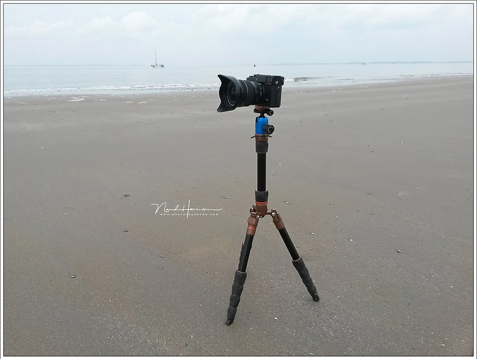Using a tripod like this is not very wise. Don't use the center column unless you really really need to.