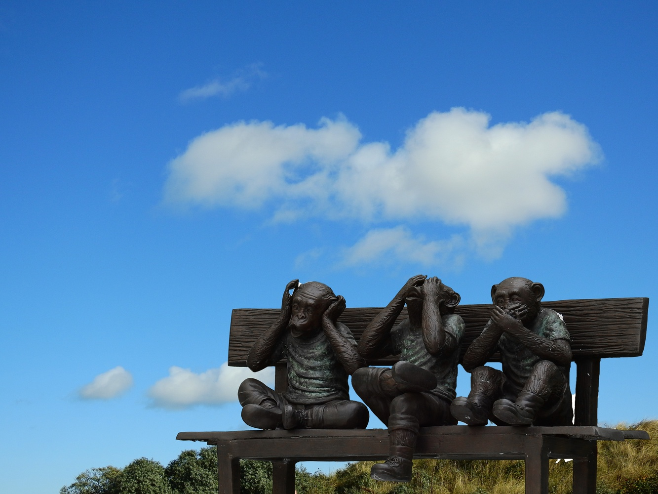 a bronze sculpture of the three evils monkeys