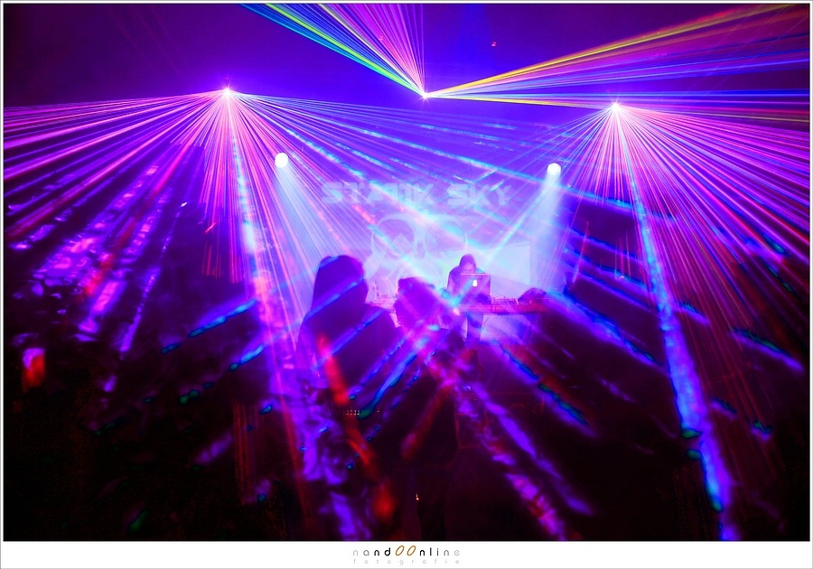 Another try capturing lasers during the concert with long exposure. Perhaps its this shot when things went wrong. Who knows... All I know a laser burned a hole in my sensor during this night (EOS 5D mark III + EF35L | ISO400 | f/5.6 | 1/2 sec)