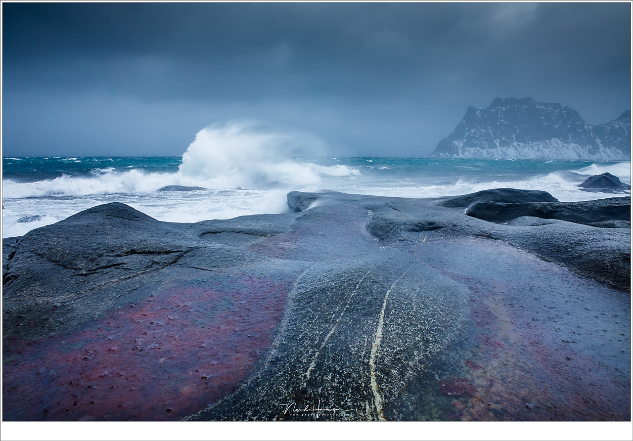 Photographing with gale force 10+ at the Uttakleiv Beach at Lofoten was very exciting and challenging. Shot with the magnetic Kase polarization filter installed, to remove the reflection in the pools. (EOS 5D mark IV + EF24-70L @ 24mm | ISO400 | f/9 | 1/4