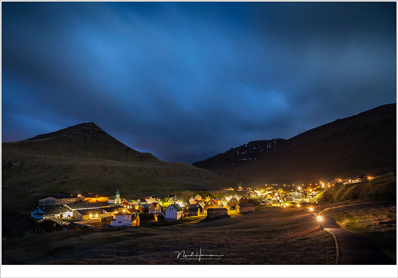 A night scene from the village of Gjøgv at the Faroër Islands. I changed my white balance to 4000K (Canon EOS 5D IV + EF16-35L @ 16mm | ISO1600 | f/5,6 | 30sec)