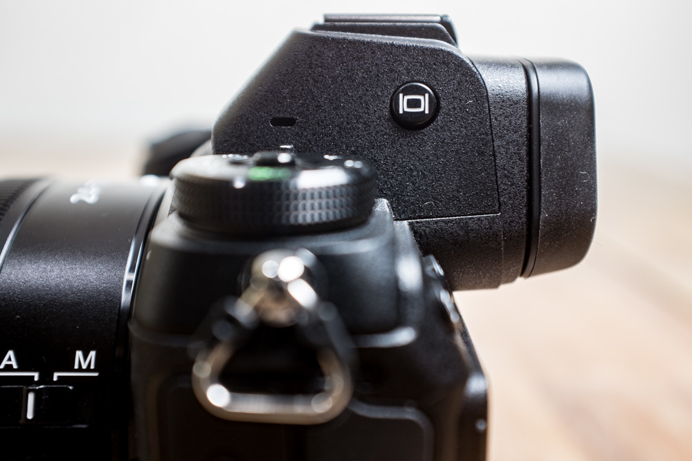 On the side of this Nikon Z 7 there is a small button to switch between the EVF and the LCD screen, or turn the monitor in the viewfinder completely off.