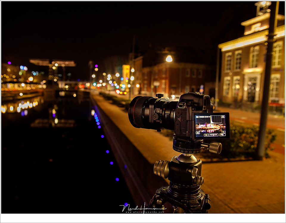 Night on the city is no problem for an electronic viewfinder. There is enough light to make it usable.