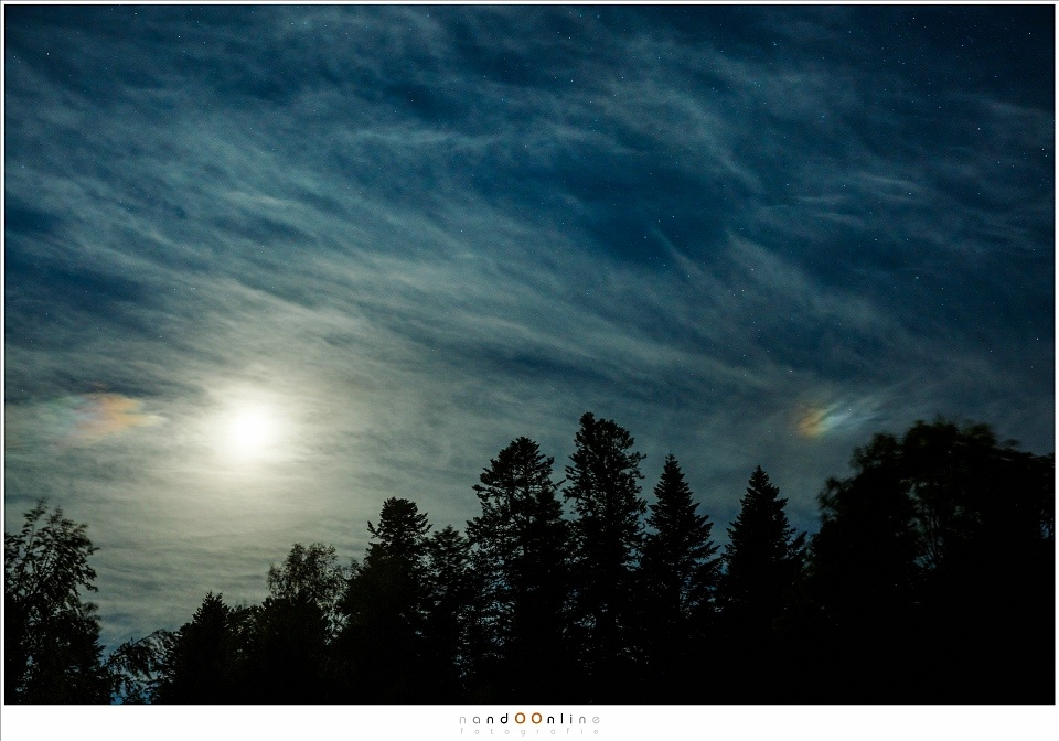 A rare sighting of a moondog, These are not rainbows, although moondogs, and sundogs, show rainbow colors. (EOS 5D3 with 45mm | ISO400 | f/5,6 | 2 sec)