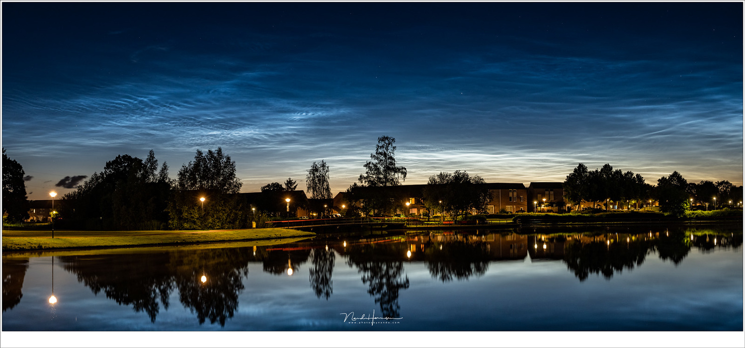 This was spectacular. Lots of noctilucent clouds in the sky, much brighter than I would have thought possible. This panorama was shot about one and a half hour after sunset. (Lumix DC-S1 + 45mm | ISO800 | f/7,1 | 4 sec)