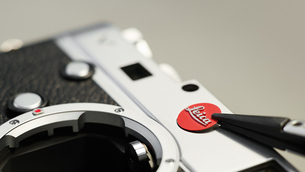 Leica Q badge being removed