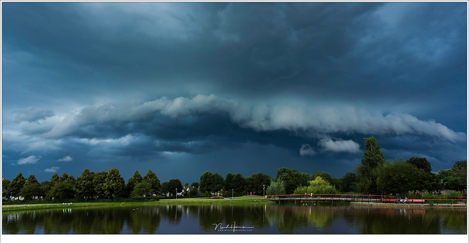 Another example of knowing the possibilities of the area where you live. I watched this shelf cloud roll in, and rushed to the park to capture it in full glory. I forgot to bring a raincoat with me. (Canon EOS 5D3 + 17mm | ISO400 | f/9 | 1/60)