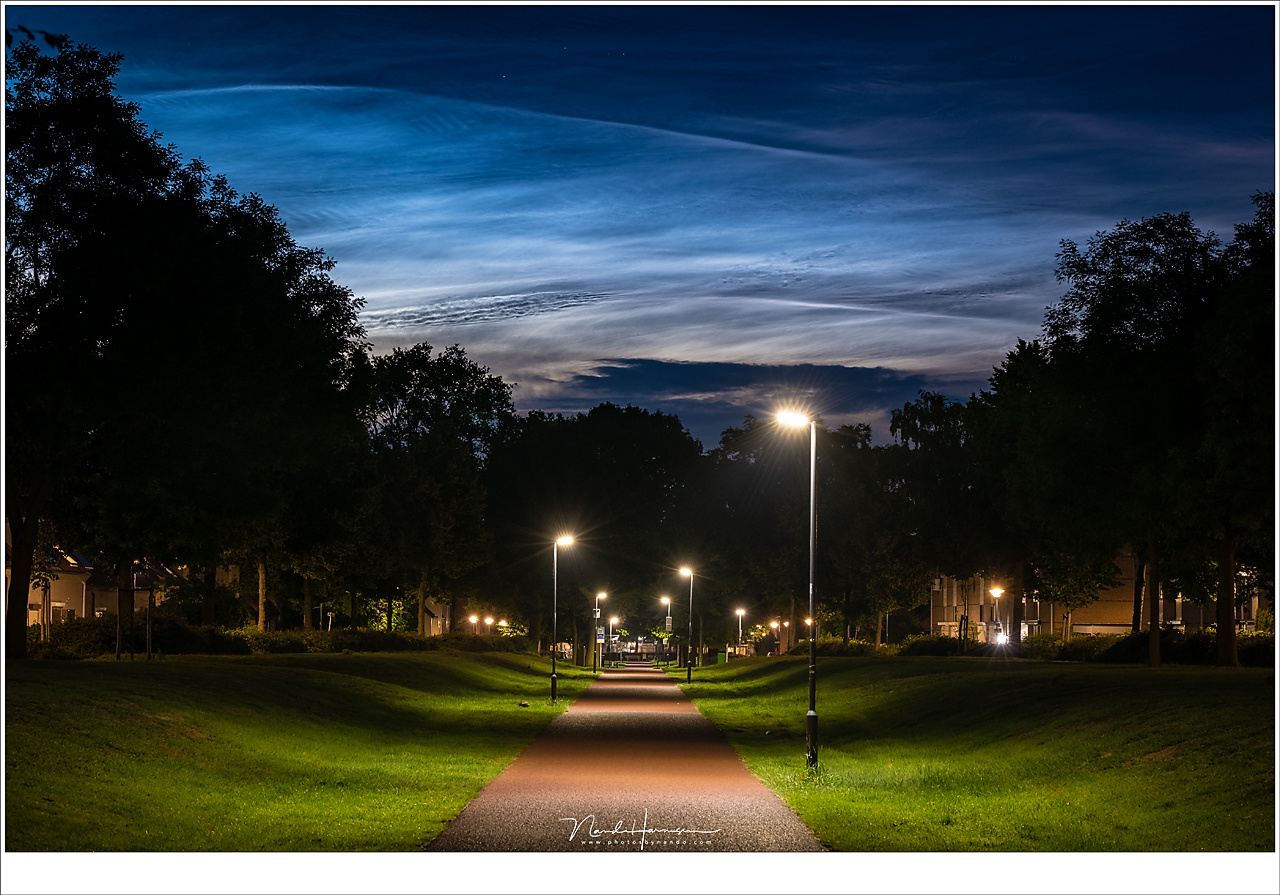 Noctilucent Clouds in the night sky. Setting your camera to manual will result in a sluggish liveview. That is one of the biggest downsides of the Lumix S1. A good firmware update could fix this, I think (90mm | ISO800 | f/8 | 4sec)