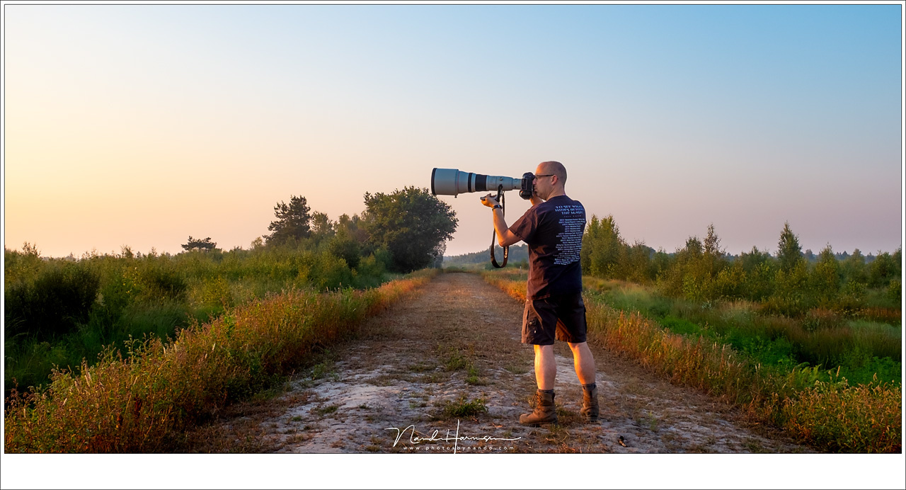 A selfie, being brave with that heavy EF 800mm lens. The lens and camera weighs 6 kilograms. It is possible to shoot like this, thanks to the 4 stop image stabilisation, but the only proper way is with a monopod or a sturdy tripod.