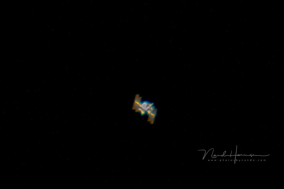 I caught it; the International Space Station. Shot out of hand, with a 2x tele-converter, and a 1,6 crop camera (2560mm FF equiv.), tracking the fast moving star in the evening sky. The image may not be award winning, but I succeeded capturing it (EOS 7D2