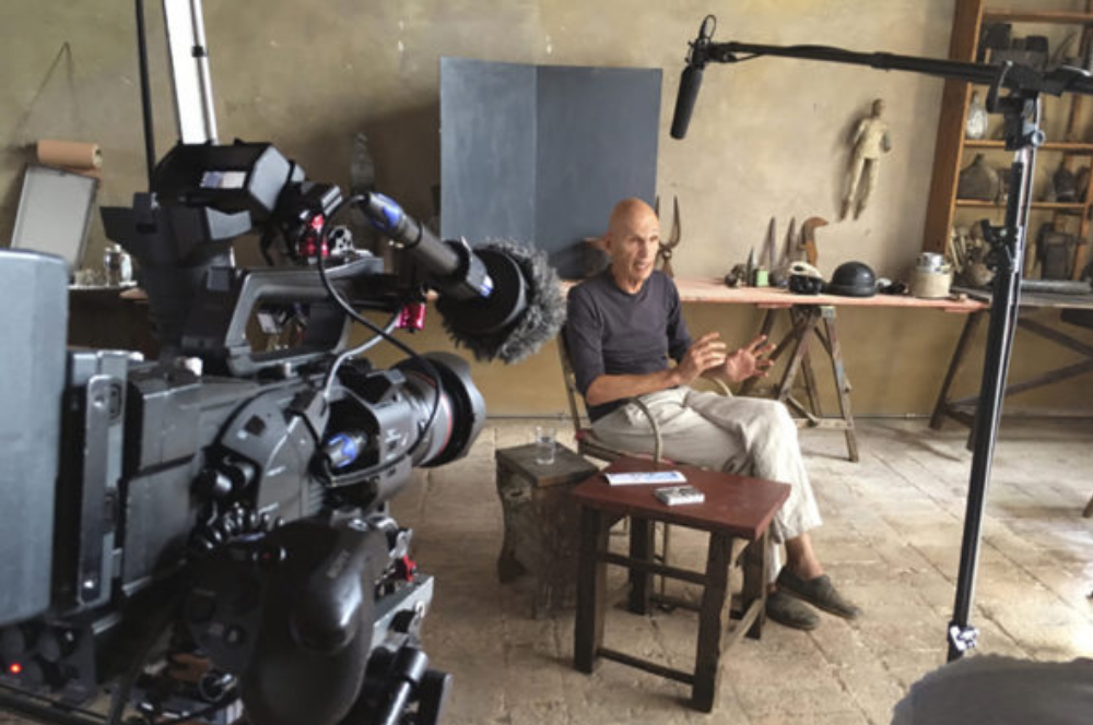 joel meyerowitz during filming of masters of photography