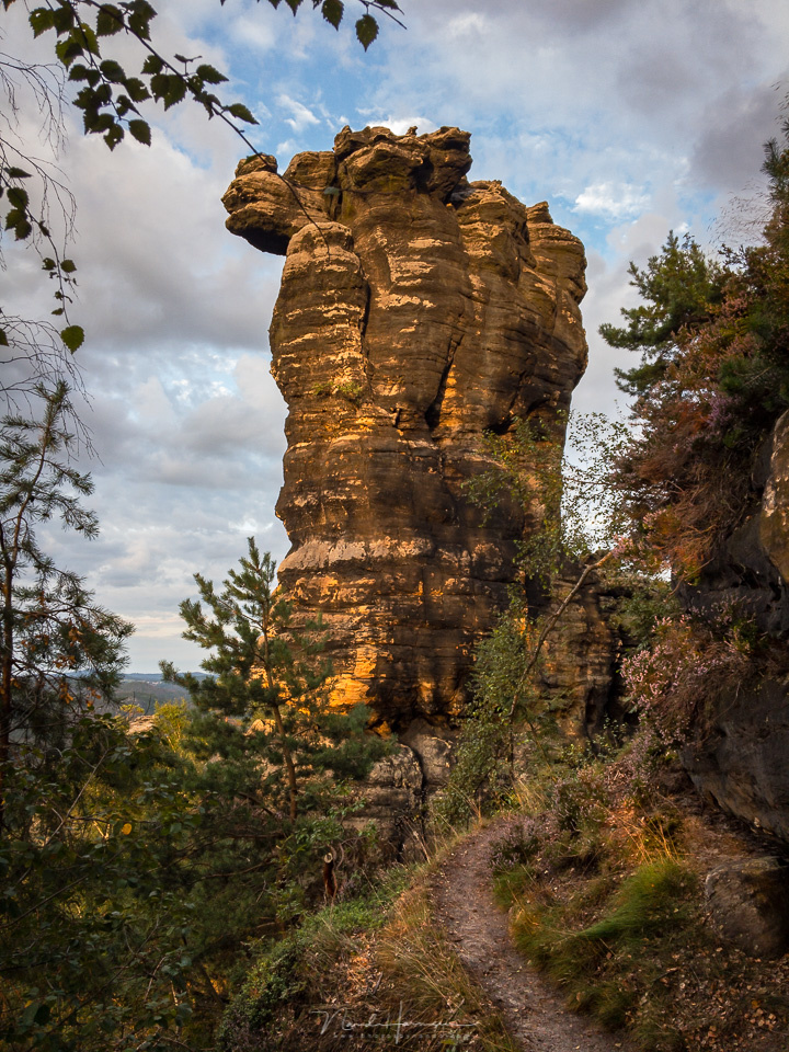 This is the Gohrische Stein, and it takes a nice hike to reach it. It is lit by the setting sun, and shot in DNG file format with my smartphone. It manages to capture the complete dynamic range. (iPhone 6s | 4mm | ISO25 | f/2,2 | 1/115)