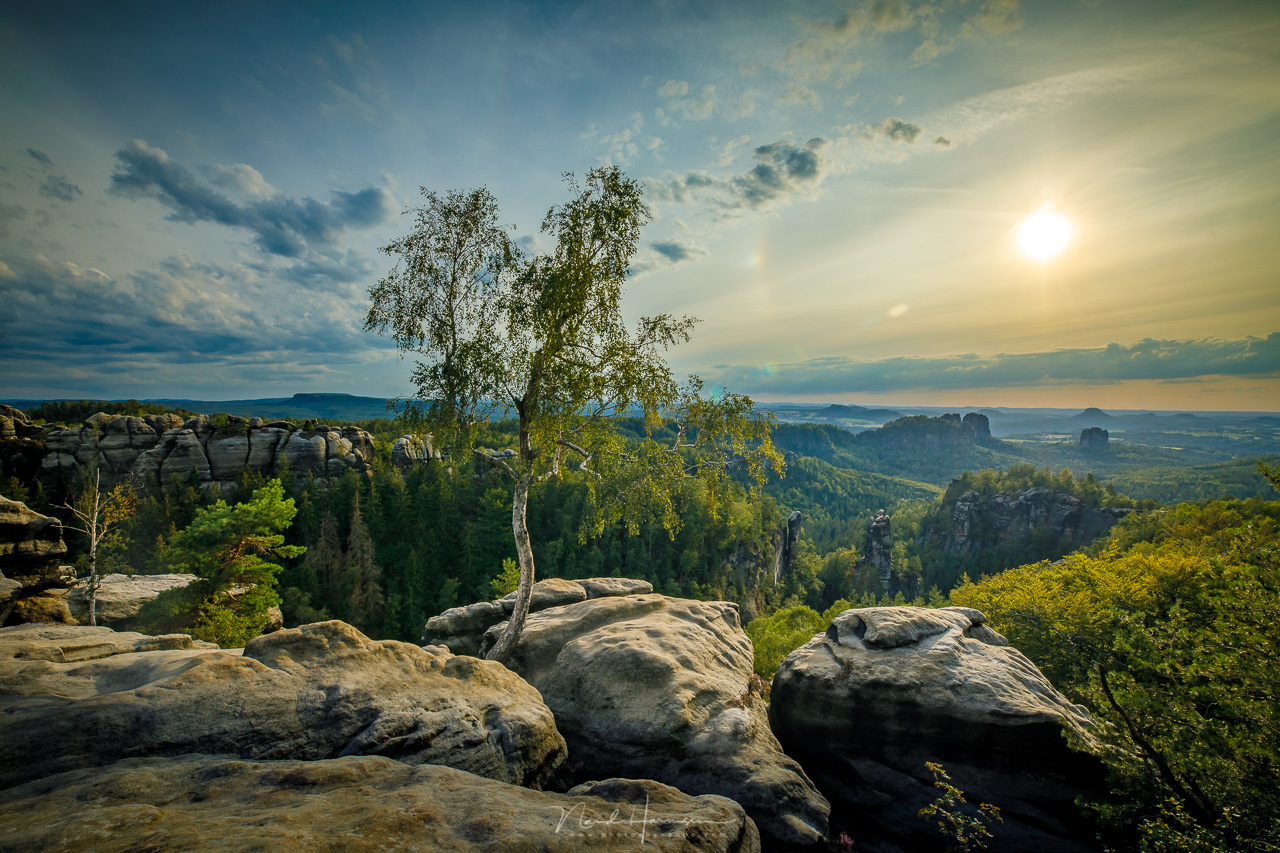 A view from Carolafelsen. I composed this image from five bracketing shots with my Canon camera, and merged it in Lightroom. (Canon EOS 5D4 + 16mm ISO100 | f/11 | 1/60 with 2 stops bracketing)