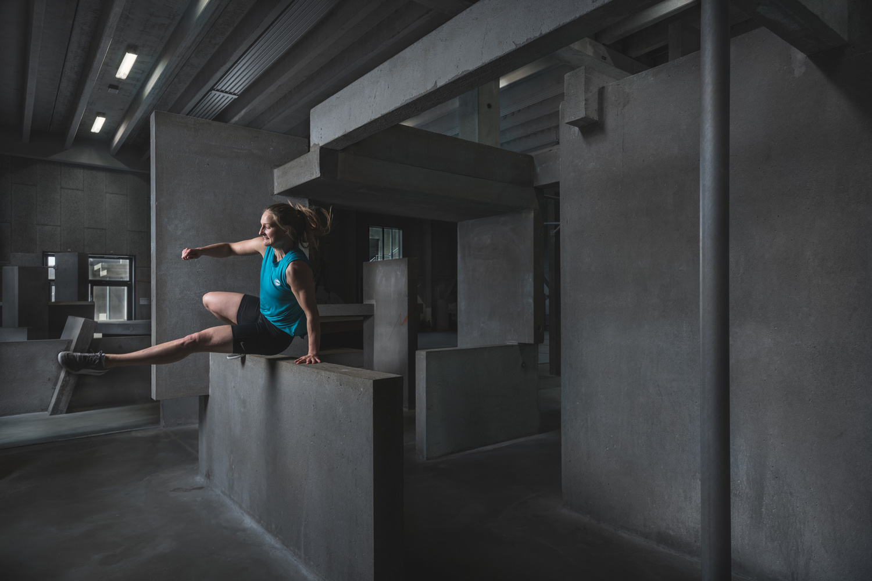 Andy Day BGI parkour photoshoot - Emilie speed vault