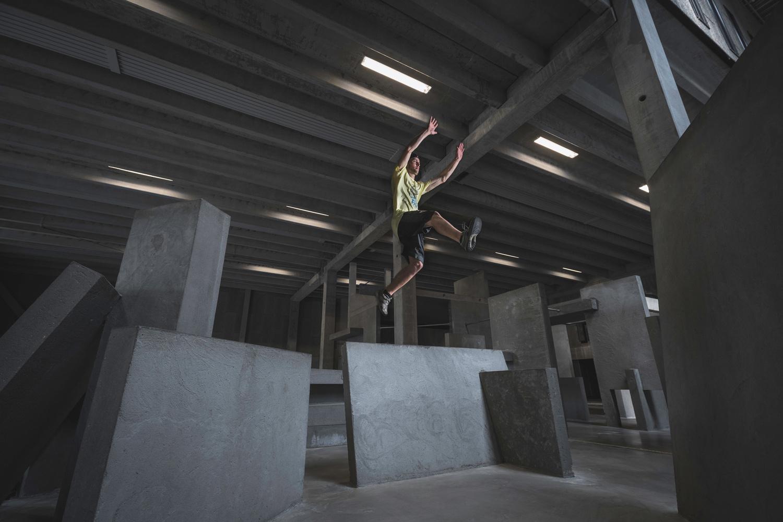Andy Day BGI parkour photoshoot - Dennis, arm jump
