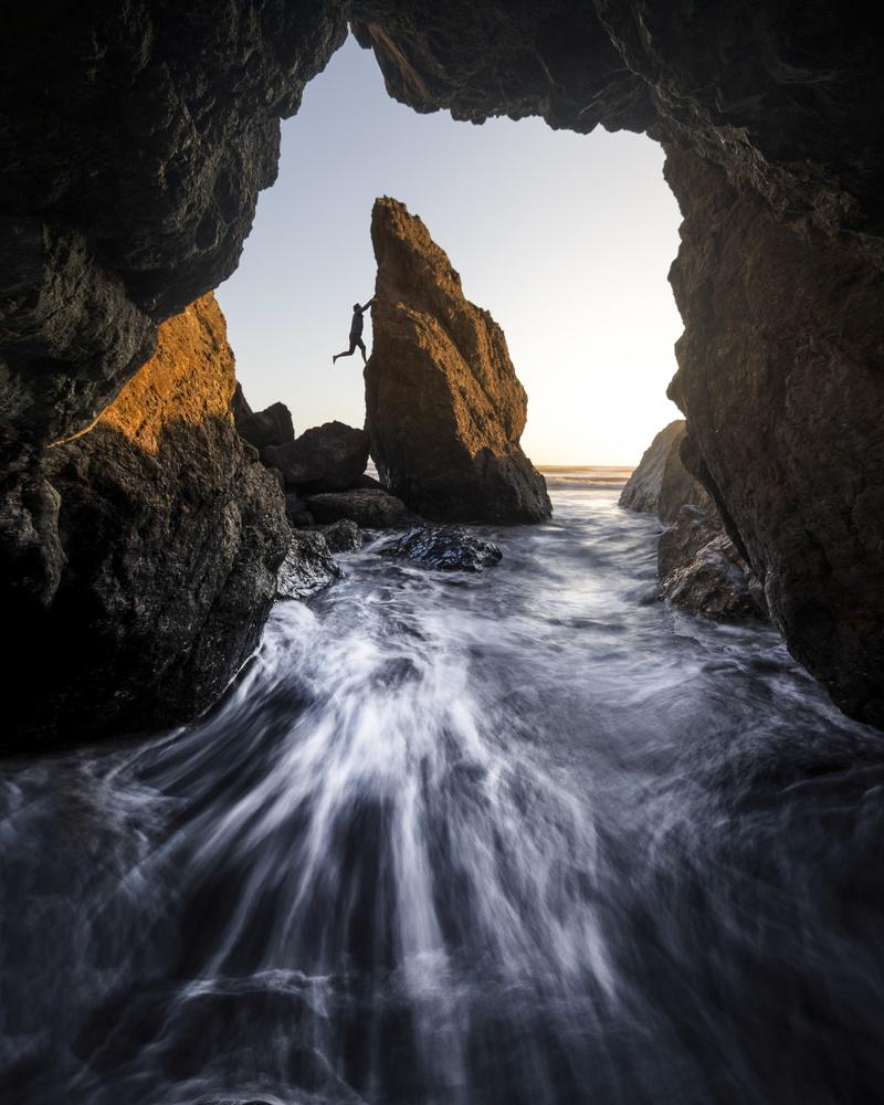ted-hesser-climbing-on-ocean